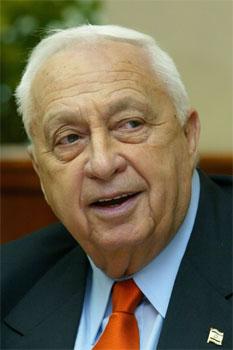 Problema tårnar seg opp for Israels statsminister Ariel Sharon. (Reuters-foto)