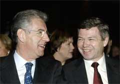 Statsminister Kjell Magne Bondevik fikk besøk av EUs konkurransekommisær Mario Monti denne uka. Nå starter forhandlingene. (Foto: Scanpix/Knut Falch)