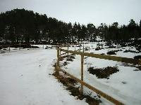 Ein såle av is og snø i løypetrasèen gjer det framleis mogleg å gå på ski