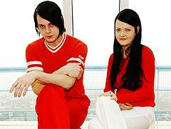 Jack og Meg White i rockesensasjonen The White Stripes synes suksessen de har opplevd det siste året, utelukkende har vært positiv. - Suksessen er kommet tilfeldig, sier Jack White. Foto: Cornelius Poppe / SCANPIX.