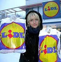 Kari Asheim hos Lidl i Finland. Foto: NRK