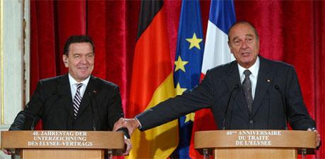 Jaques Cirac (t.h.) og Gerhard Schröder samarbeider tett i Irak-spørsmålet. (Foto: Xavier Lhospice, Reuters)