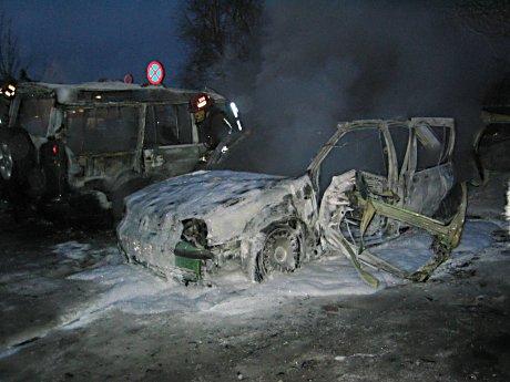 Bilen ble totalskadet i eksplosjonen. Foto: Anders Nielsen.