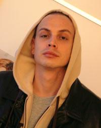 Den svenske rapperen Petter (28) venter barn med sin modell-kjæreste. Foto: Rune Johansen, NRK.