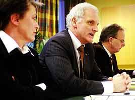 Advokatforeningens formann, Helge Aarseth, flankert av nestformann Berit Reis Andersen og generalsekretær Ketil A. Stene. Foto: Cornelius Poppe, Scanpix