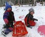 Psykologene mener at barna må få svar på spørsmålene sine hvis det blir krig (ill.foto. NRK)