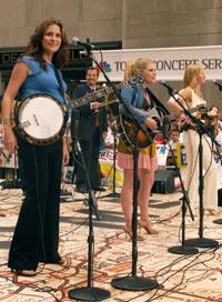 Dixie Chicks er nominert til 4 Grammy og har solgt over 4 millioner av sin siste plate