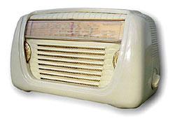 For å forsterke bølgene eller radiosignalene fant man først opp radiorøret og siden transistoren.