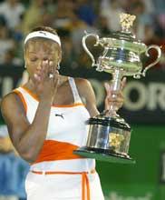 Serena Williams var rørt til tårer etter seieren. (Foto: David Gray/Reuters)