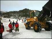 Kjempedugnad for å skaffe snø under NM 2003 ga mesterskapet mye PR. Foto: Gunnar Sandvik
