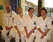 De ansatte ved sykehuset er glad for dagenheten. Fra venstre: overlege Morten Reier Nilsen, avdelingssykepleier Irene Johansen, sykepleier Inger Andersson og sykepleier Berit Gj. Bråthen. Foto: Astrid Randen.