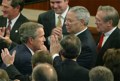USA-president George W. Bush, utenriksminister Colin Powell og forsvarsminister Donald Rumsfeld er klare å angripe Irak. (Arkivfoto: Reuters)