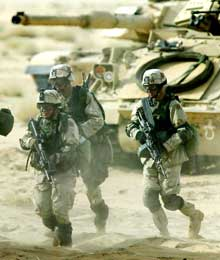 PÅ PLASS: Over 200.000 amerikanske soldater er sendt til områdene rundt Irak (Foto: Chris Helgren/Reuters).