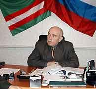 Abdul Arsakhànov leder valgkommisjonen i Tsjetsjenia.
