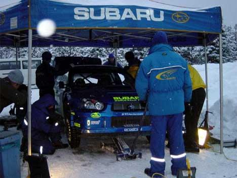 Det var ned mot -30 grader da Subaru-teamet testet bilene tirsdag. ( Foto: Subaru World Rally )