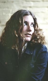 Alanis Morissette, pass deg! Nå får du konkurranse fra en annen canadisk sanger, nemlig 24-årige Kathleen Edwards. Foto: Playground.