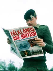 STRID OM ØYGRUPPE: I 1982 hærtok Argentina Falklandsøyene. Britene mobiliserte og klargjorde en imponerende flåtestyrke.
