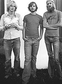 Det har vært gjennomtrekk i BigBang. Bandet består for tiden av Øystein Greni, Nikolai Eilertsen og Olaf Olsen. Foto: Warner.