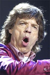 Rolling Stones-vokalist Mick Jagger prøvde å dra opp temperaturen på en frikonsert til støtte for kampen mot globale klimaendringer i Los Angeles torsdag. Foto: Fred Prouser, Reuters / SCANPIX.