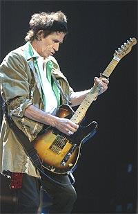 Selv eskimoene er i ferd med å komme i klemma, mumlet Rolling Stones-gitarist Keith Richards, da de torsdag spilte på frikonsert til inntekt for kampen mot globale klimaendringer. Foto: Fred Prouser, REUTERS / SCANPIX