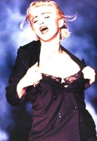 Madonna angrer på sine sjokkerende stunder i bokform. Foto: Arkiv.