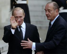 Vladimir Putin (t.v.) og Jaques Chirac går imot bruk av militær makt mot Irak. (Foto: Sergej Karpuhin)