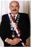 Paraguays korrupsjonsanklagede president Luiz González Macchi får fortsette i jobben i seks måneder til.