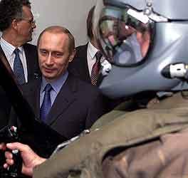 President Vladimir Putin overværer en flyøvelse i Le Haillan i Sør-Frankrike. Foto: Regis Duvignau, Reuters.