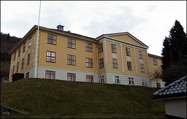 Kommuneadministrasjonen held til i Tinghus I. (Foto © Anders Nedland Røneid)