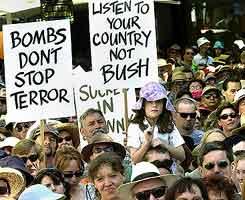 Frå demonstrasjonen i Canberra i Australia. (Foto: Kym Smith-Reuters-Scanpix)