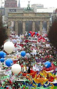 I Berlin demonstrerte rundt ein halv million (Foto: Fabrizio Bensch-Reuters-Scanpix)