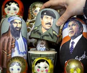 En russisk kommentar til den politiske situasjonen i form av matruska-dukker. Reuters