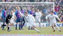 Gary Kelly jubler etter å ha gitt Leeds ledelsen 1-0. (Foto: Ben Radford/Getty Images)