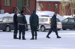 Politiet ved Lundemoen asylmottak. Foto Thomas Bjørnflaten / Scanpix.