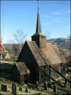 Rødven stavkirke i Rauma først ut av stavkirkene som skal restaureres her i fylket. Foto: Gunnar Sandvik NRK Møre og Romsdal