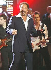 """Tom Jones fikk en egen """"Lifetime Achievement award"""" på årets Brit Awards. Foto: REUTERS / Toby Melville."""