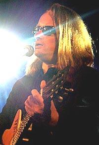 Jan Eggum står bak det norske populærmusikk-leksikonet, som kommer i april 2005. Foto: Per Ole Hagen, NRK.