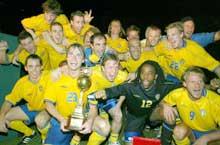 Sverige jubler etter triumfen i King`s Cup i Bangkok. (Foto: REUTERS/Sukree Sukplang)