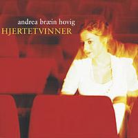 """Andrea Bræin Hovig er aktuell med album """"Hjertetvinner"""" der hun framfører gamle musikal-, kabaret- og filmmelodier.. Foto: NRK."""