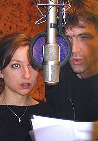 Andrea Bræin Hovig - her sammen med Lasse Kolsrud, antagelig i en innspilling til Radioteateret. Foto: NRK.