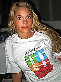 """Katharina Søderholm fra Kolbotn er en av de seks nordmennene som opptrer som """"levende skjold"""" i Irak. Det er helt opp til myndighetene i Irak om de får forlate Irak i en krigssituasjon, opplyser UD. (Foto: Åsne Seierstad)"""