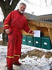 Rolf Olav Iversen klager på at det ikke er strødd rundt postkassene. Foto Lars Erik Ringen.