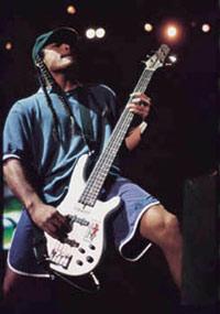 Rob Trujillo er ny bassist i Metallica. Her fra tiden med Ozzy. Foto: Fernandes Guitars