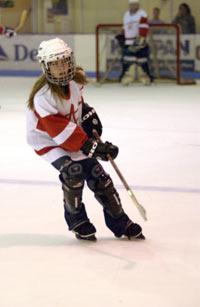 Avril som god canadier på ishockey-banen. Foto: Larry Busacca/Wire Image