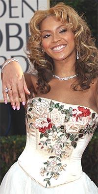Det er nok ingen forlovelsesring Beyonce Knowles viser fram her. Foto. AP / SCANPIX.