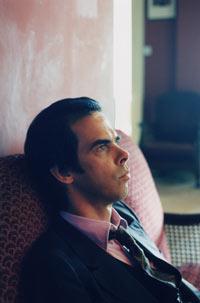 """Nick Cave må inn i tenkeboksen å finne et nytt """"dårlig frø"""" etter at gitaristen gjennom 20 år, Blixa Bargeld, har sluttet. Foto: Polly Borland"""