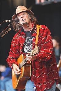 Neil Young kommer til Bergen og Ole Blues. Foto: Justin Sullivan / Getty Images.