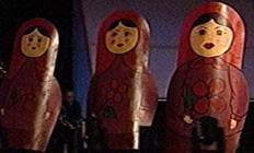 Matrjosjkadokker er typisk for Russland, ikke Latvia (Foto: NRK)