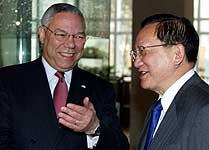 Den kinesiske utenriksministeren Tang Jiaxuan da han møtte sin amerikanske kollega Colin Powell i Beijing for halvannen uke siden. Foto: Andrew Wong , Reuters