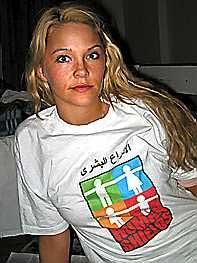 """Katharina Søderholm fra Kolbotn er en av de seks nordmennene som var villige til å opptre som """"levende skjold"""" i Irak. Søderholm forlot Irak frivillig i forrige uke. (Foto: Åsne Seierstad)"""